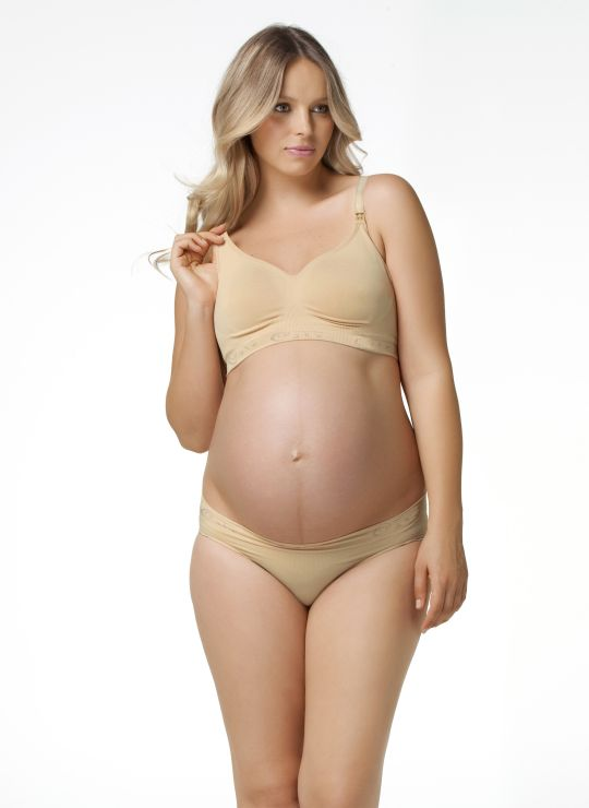 How many maternity bras to buy. Most women need 2 or 3 maternity bras. During pregnancy and breastfeeding the breasts often leak milk and thus maternity bras need to be changed more often than normal bras. What to look for in a maternity bra. Maternity bras come in many shapes and sizes and it can be difficult to know what to look for.